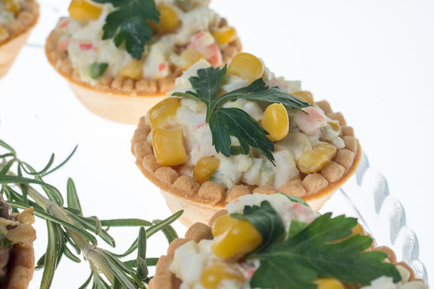 Тарталетка с салатом «Крабовый»