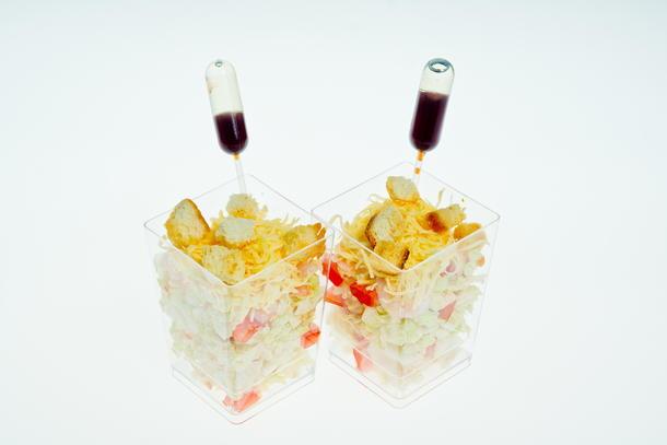 Салат «Цезарь с креветками» в стаканчике